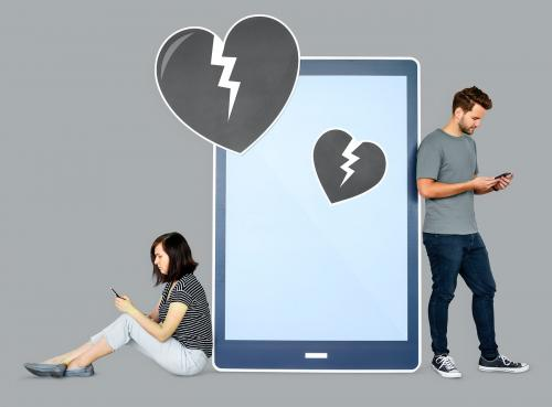 Couple breaking up via texting - 450771