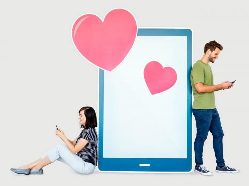 Couple texting loving message to each other - 451121