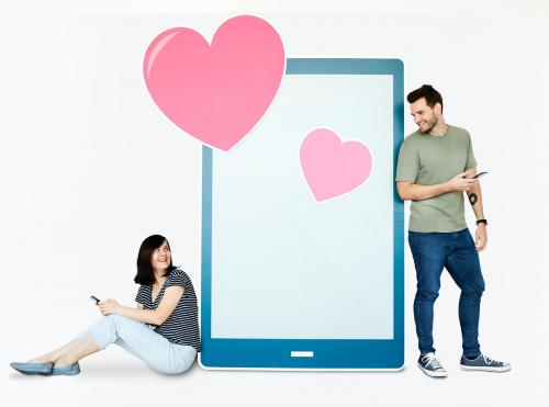 Couple texting loving message to each other - 451152